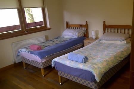 Ariundle Accommodation, Yellow Room