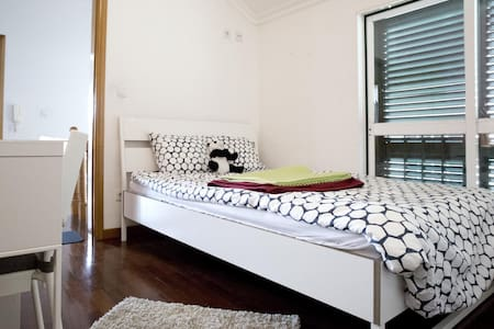 Cosy modern 2-floor house with large Kitchen - Lisboa