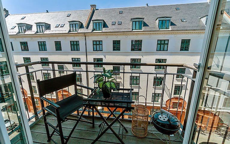 Cozy home with 2 balcony's next to the canals/Cph