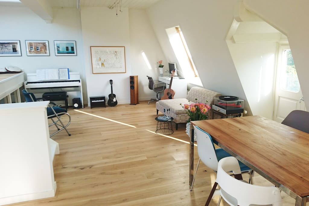 2. livingroom, angle 2