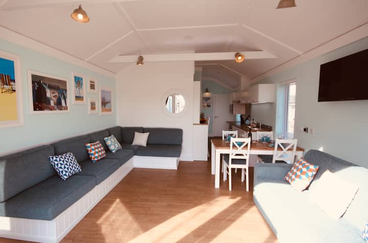 Relax at Puffin Cottage, a short walk to the beach