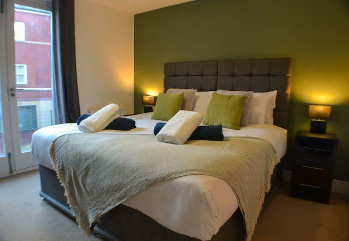 Derby Apartment City Location *Sleeps Upto 6*