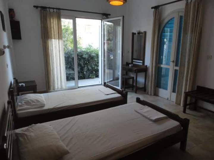 Spacious & affordable 2 bedroom apartment in Malia