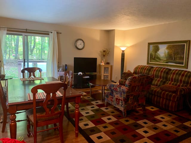 Fully furnished - Cozy 2 bedroom/1.5 bath Condo