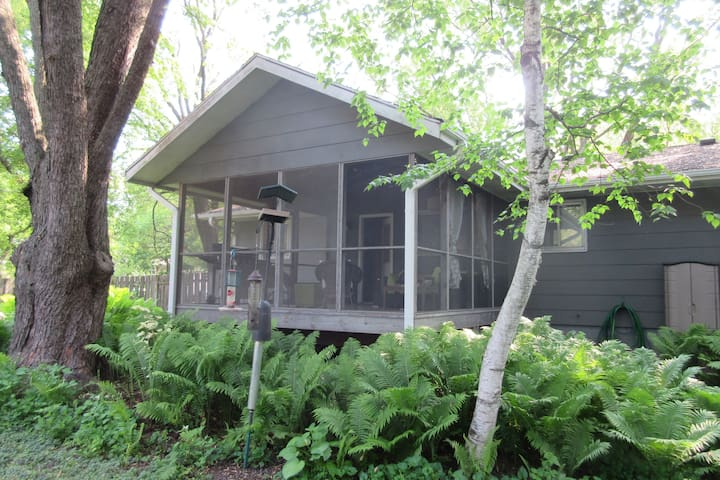 Large, private screened deck in the Arboretum - forest in the city of Madison, WI.