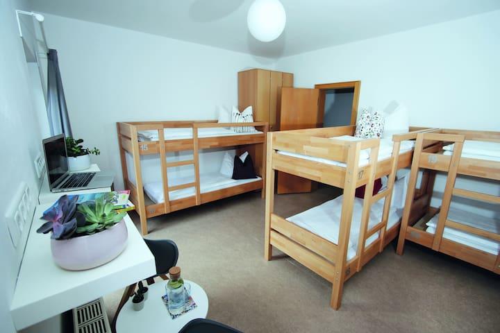 Jochbergzimmer im Berg Blick Hostel