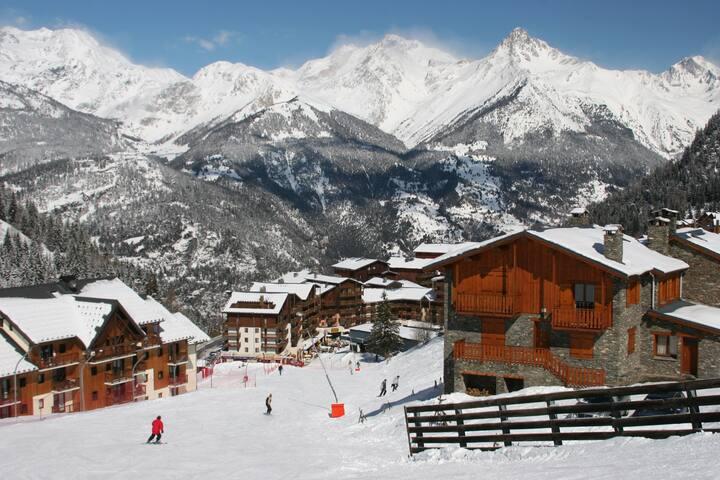 Joli Appartement plein centre | départ et retour ski aux pieds