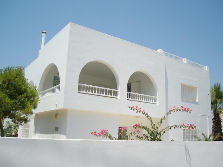 Villa spacieuse à proximité de la mer (5mn à pied)