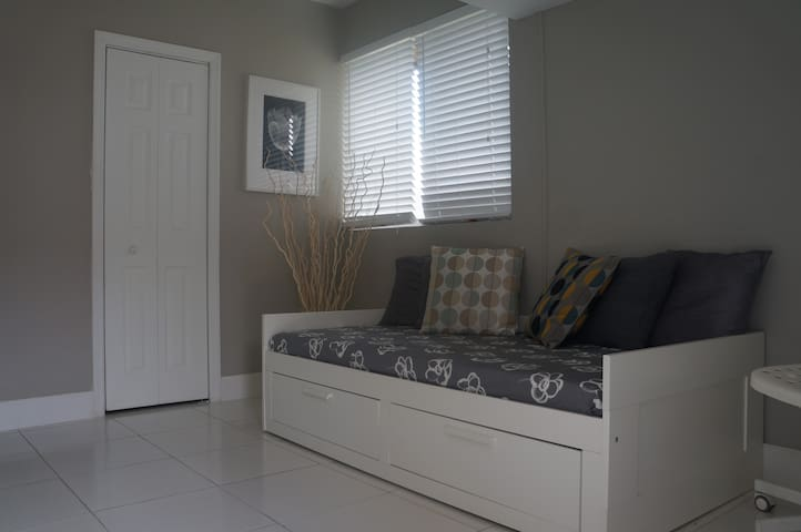 Independent entrance studio - Hialeah - Apartamento