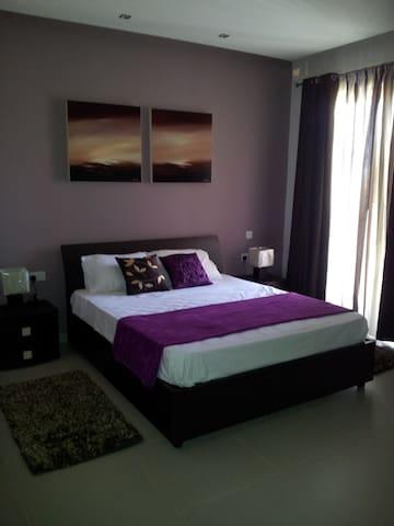 Nicely done, 2 bedroom, 2 bathrooms, seaside apt. - Tas-Sliema - Apartment
