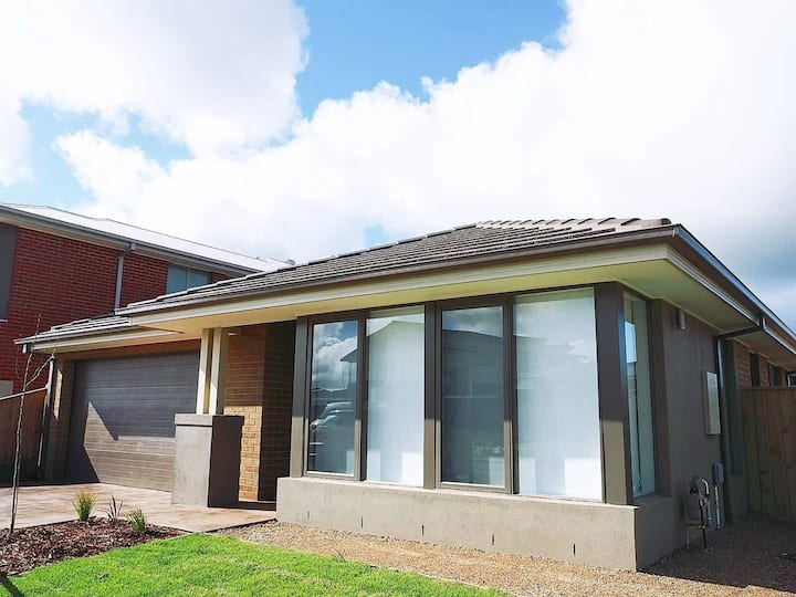 5Bed 2Bath Family House in Werribee 威勒比家庭民宿