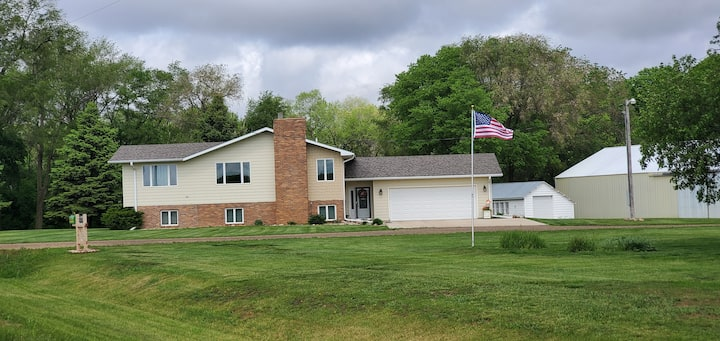 Quiet split level farm home w/ garage parking