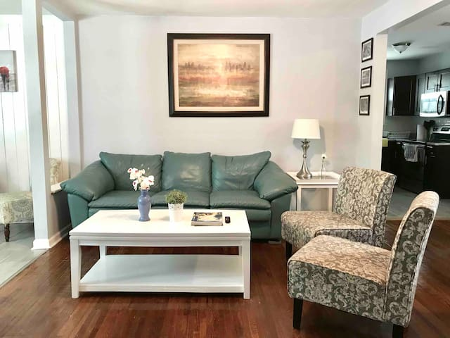 Beautiful Home!! 5 min. To downtown, quiet/safe.