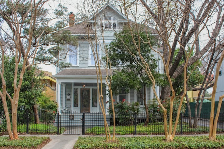 Entire Architect Renovated King William House