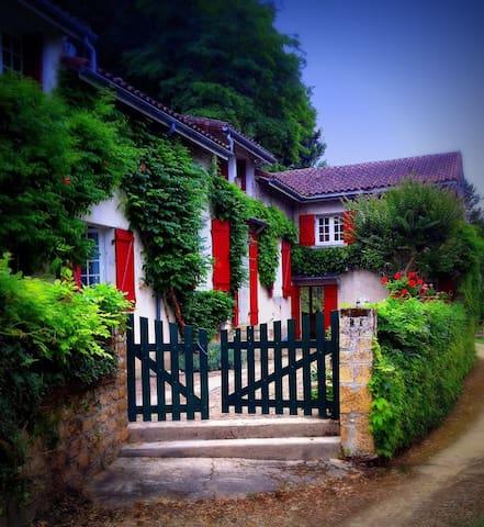 Dordogne riverfront house and garden