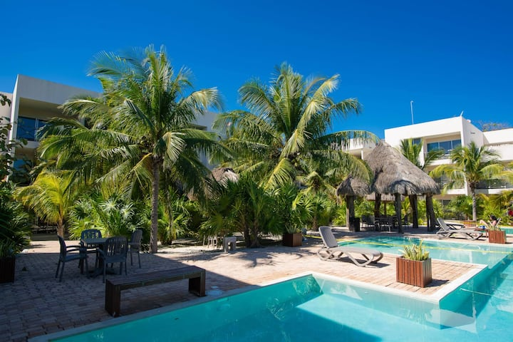 Spacious and private retreat 1 block from the beach in Progreso East