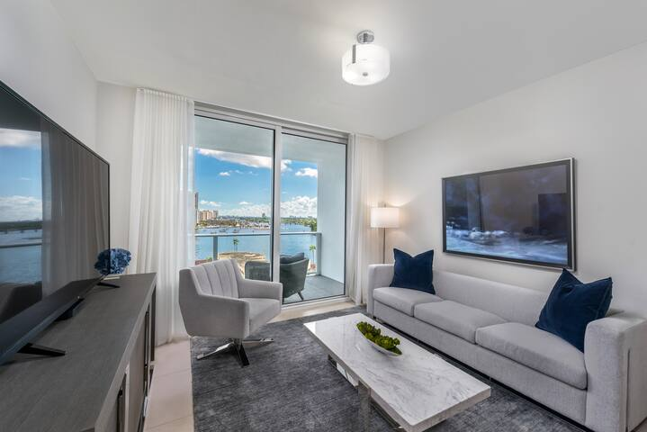 Luxury 9th Floor Condo with Stunning Views