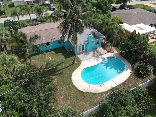 Private Pool, Walk to the Beach, Ping Pong, Grill