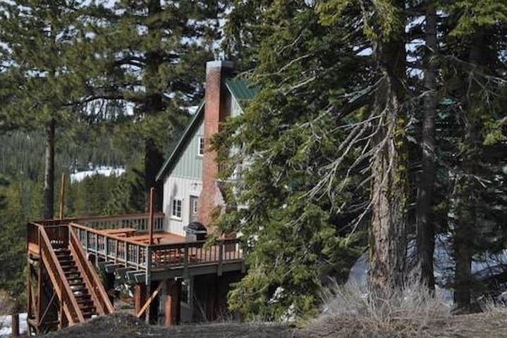 Private Rooms in Lodge on Donner Summit