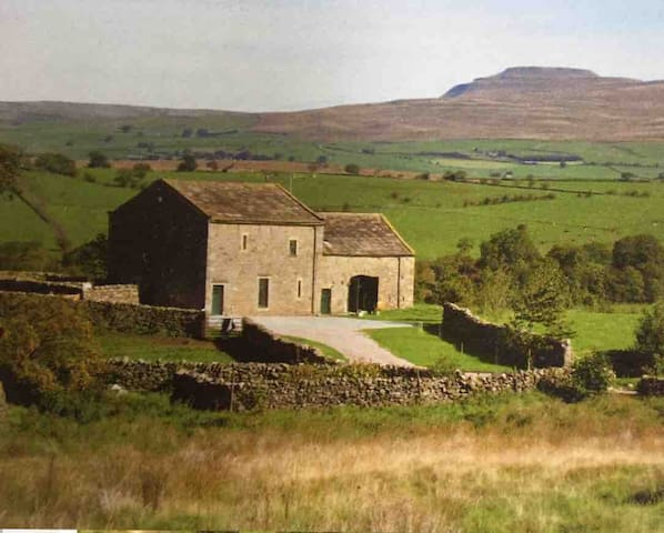 Contemporary barn conversion in Yorkshire Dales