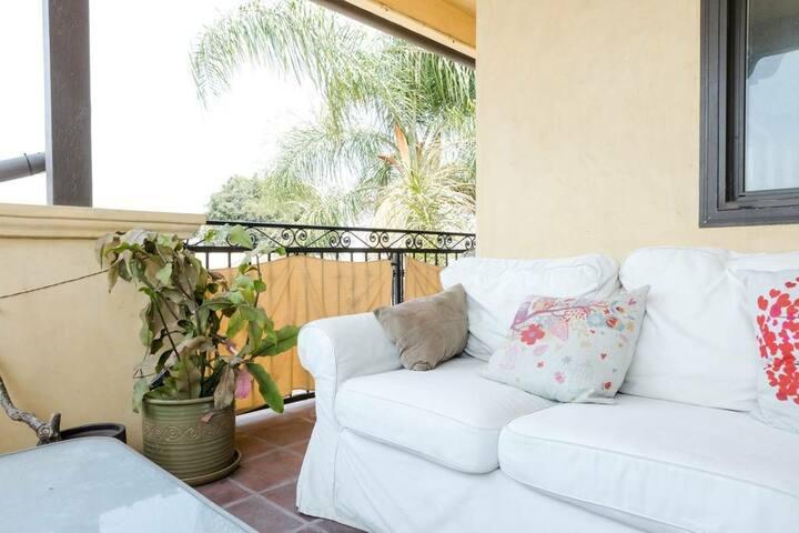 Villa in Hills 5mins > DTLA, 12mins > Hollywood 3