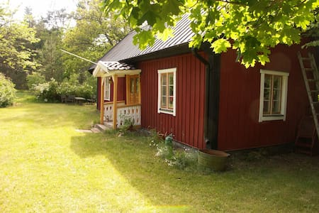 1800th century cottage in beautiful surroundings - Köpingsvik - Sommerhus/hytte