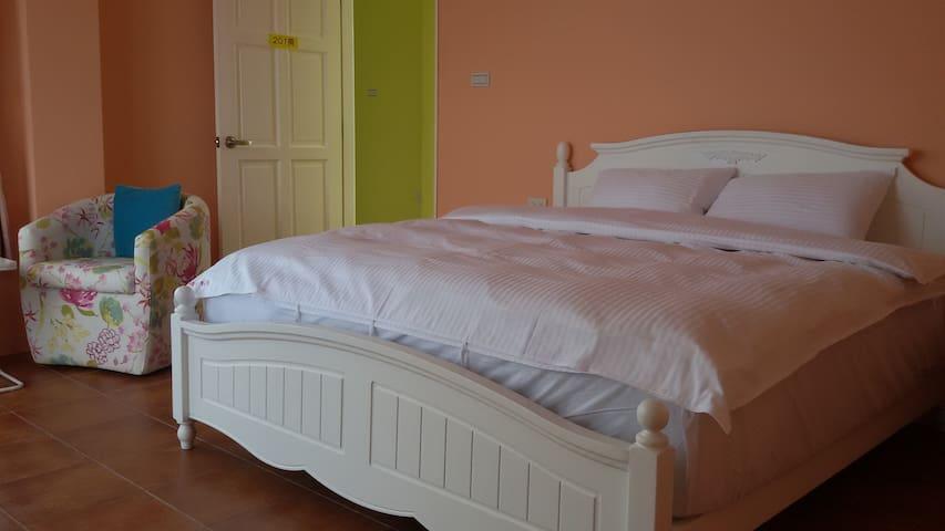 在房內即可清楚望見開闊的海洋景緻,讓您躺在床上也能輕鬆徜徉藍色大海 - 馬公市 - Appartement