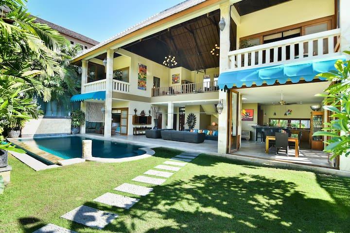 Villa Mystique 5 mins to Beach Bali