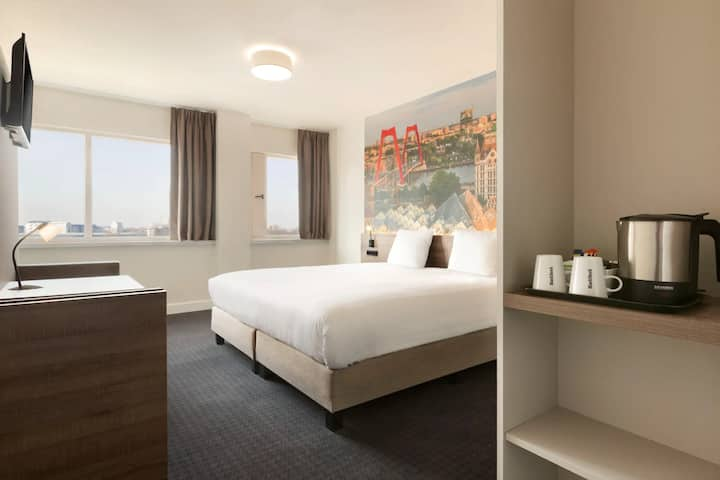 Queen Room with beautiful city view