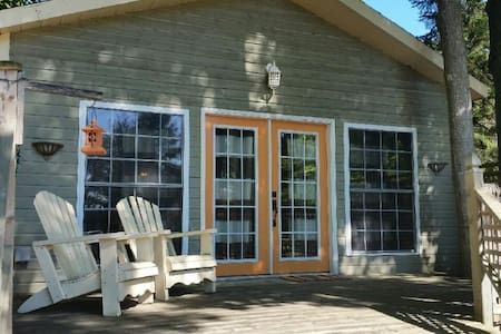Cozy Cottage close to the Beach! - Tiny - Kabin