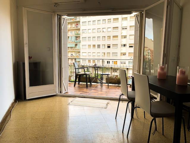 Central Barcelona open space apartment