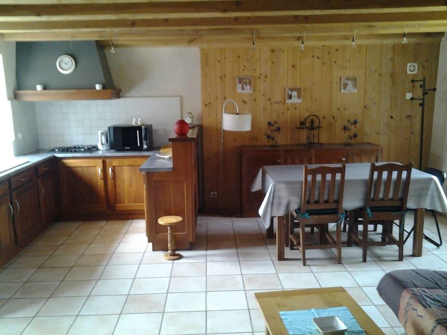 Maison de la haute vall e du lot vacation homes for rent for Cuisine ouverte 35m2
