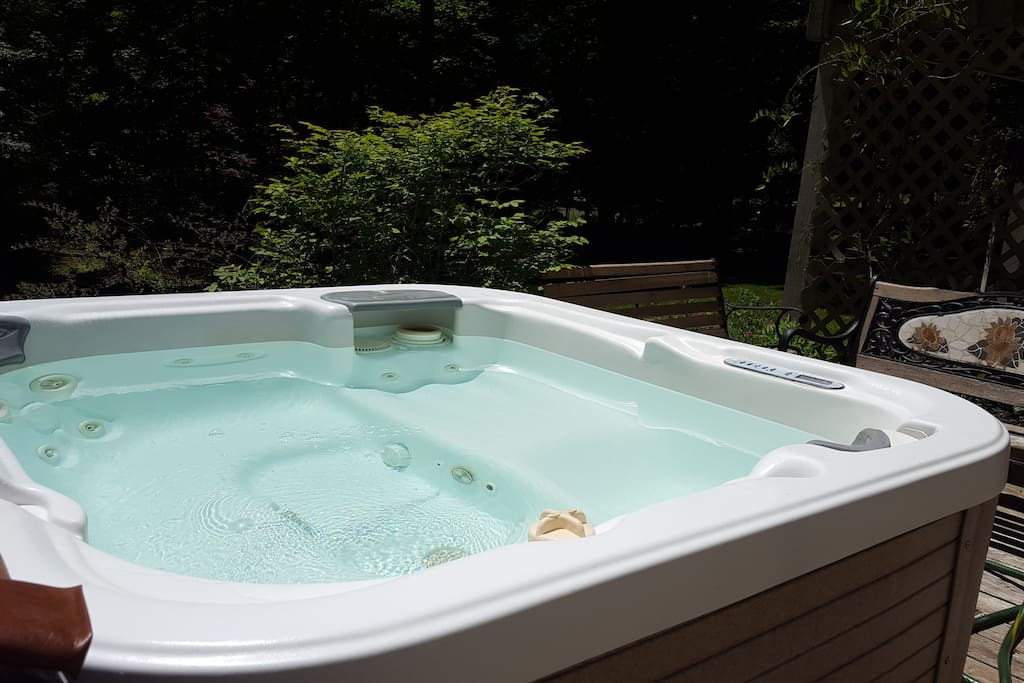 Hot Tub Privileges w wooded views