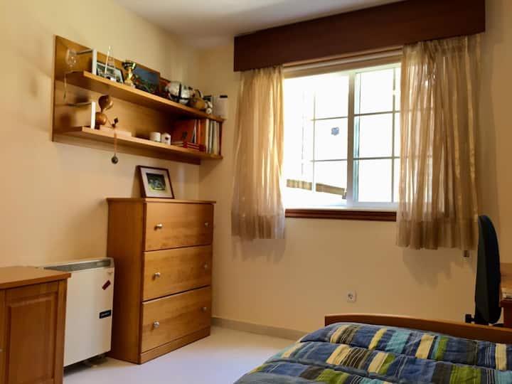 Habitacion Amplia en zona residencial tranquila.