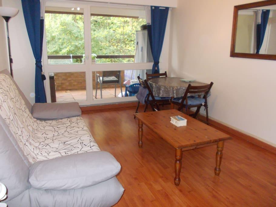 studio trouville proche deauville appartements en r sidence louer trouville sur mer. Black Bedroom Furniture Sets. Home Design Ideas