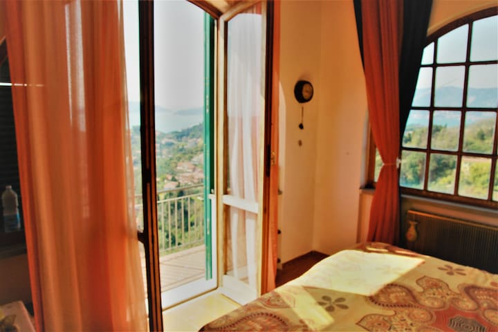 Stanza privata-colline di Lerici vista panoramica - Lerici - Hus