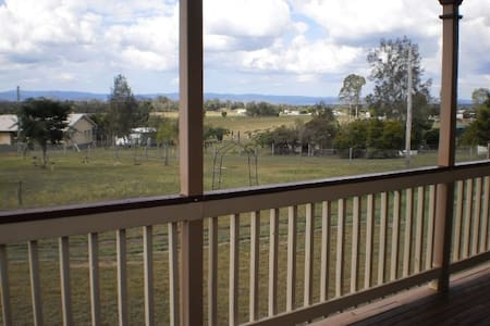 2 bedrooms+, quiet, pet friendly country home - Lowood