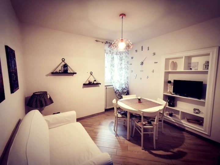 BORGO DE' CENCI, lovely apartment below the Castel