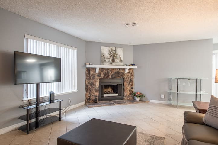 Spectacular 3 bedrooms near to UNLV close to STRIP