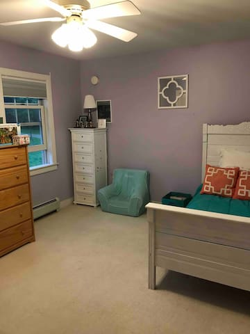 Room near the master with a twin bed