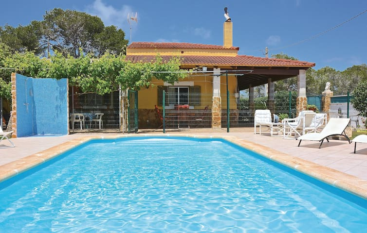 Holiday cottage with 4 bedrooms on 99 m² in Santanyi