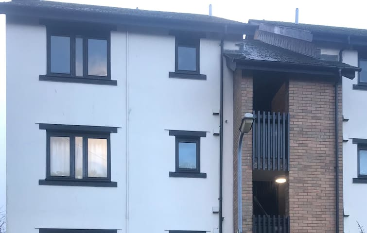 FREE PARKING. STUDIO WALKING DISTANCE FROM CITY