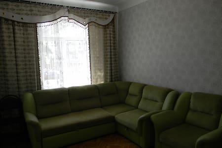 Просторная 2-х комнатная квартира в центре города - Novokuznetsk