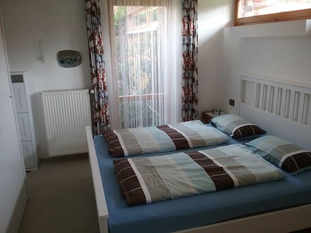 Schlafzimmer mit Doppelbett (180x200 )
