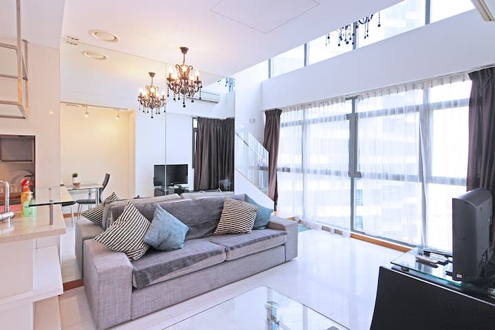 Luxurious, Bright & Airy 1BR Loft in CBD