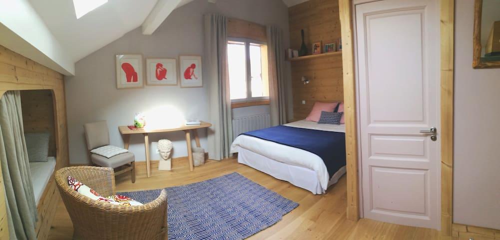 Lac d'Annecy, St Jorioz, studio dans belle maison