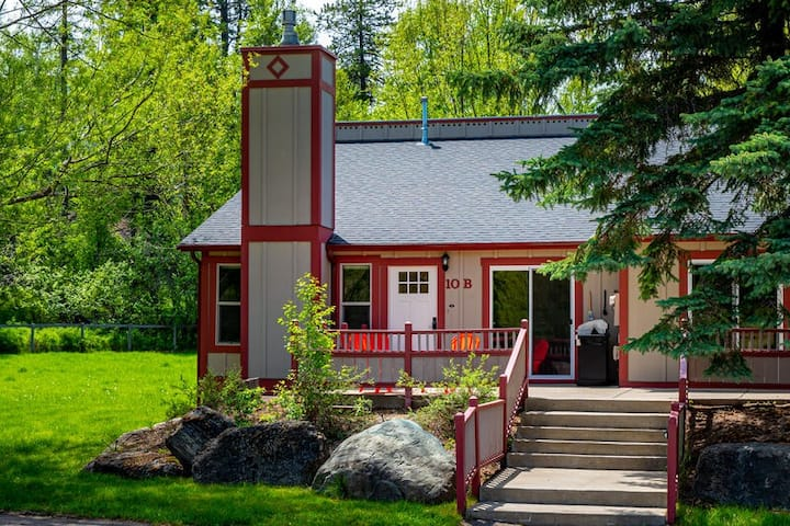 New to AIR!Perfectly located close to the lake and between town and the ski hill