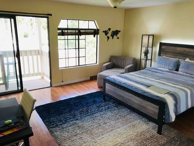 Master Suite in UTC close to La Jolla&Torrey Pines