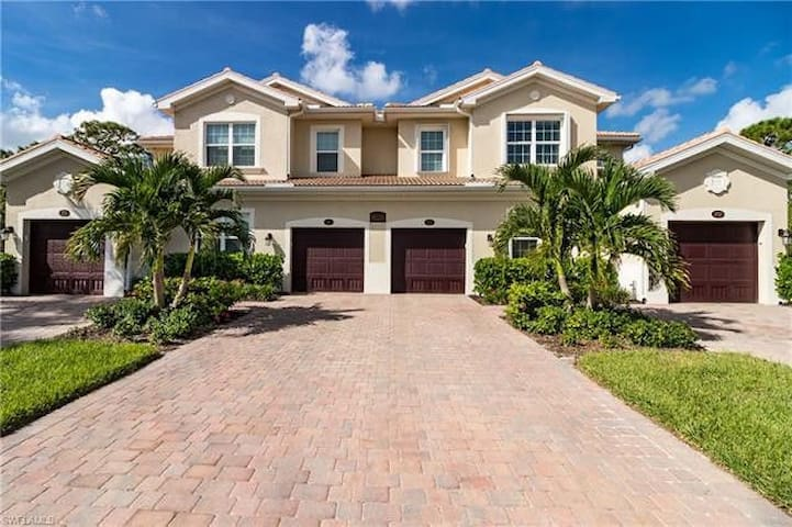 2 bedroom + den, 2 bath in a gated community