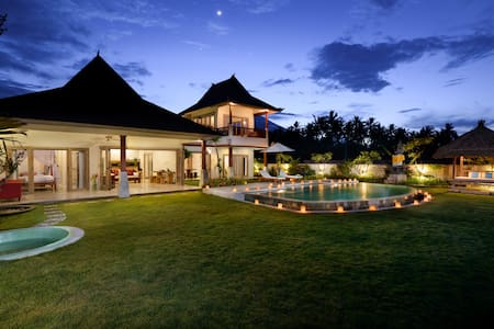 3 Bedrooms Beachfront Villa in Amed - Karangasem